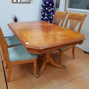 Dining table*with 4 chairs-Bilston