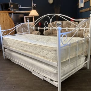 White metal Day Bed with slide out guest bed inc mattress