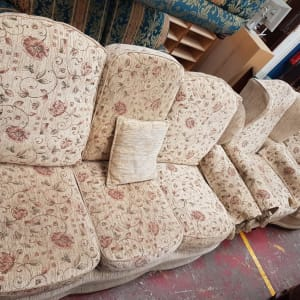 Cream with Floral Pattern Three Piece Suite - CT Bilston