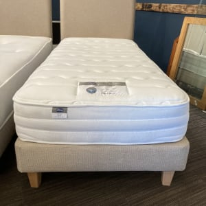 Single bed set inc Silentnight Pocket memory mattress (Preowned Good condition)